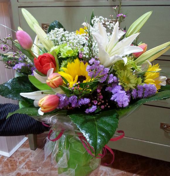 Ramos de flor variada realizados con flor de temporada - Ramos de flores grandes ...